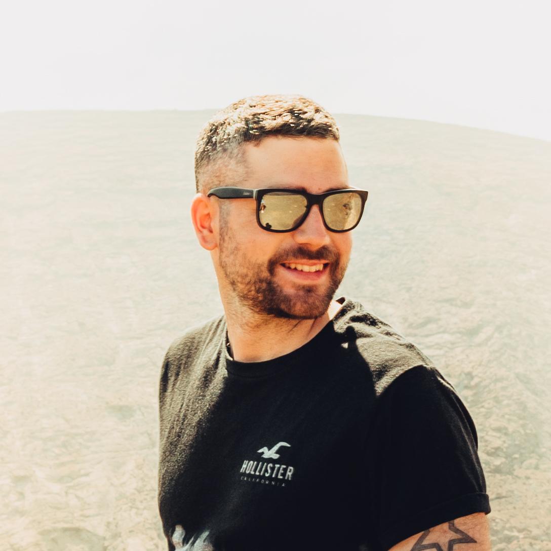 Fotógrafo y diseñador gráfico Asturias